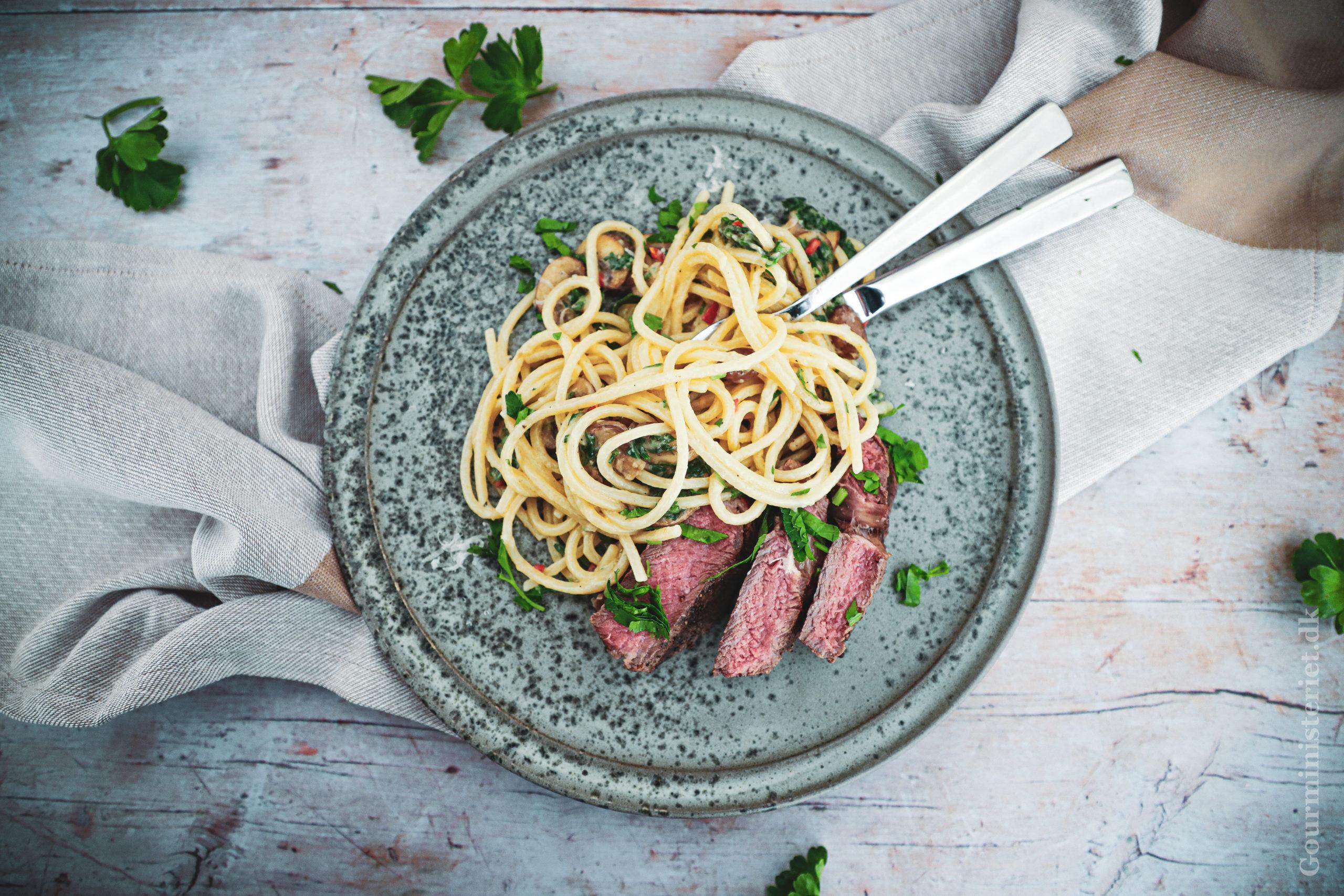 Ribeye med cremet svampe pasta - Opskrift på nem pastaret